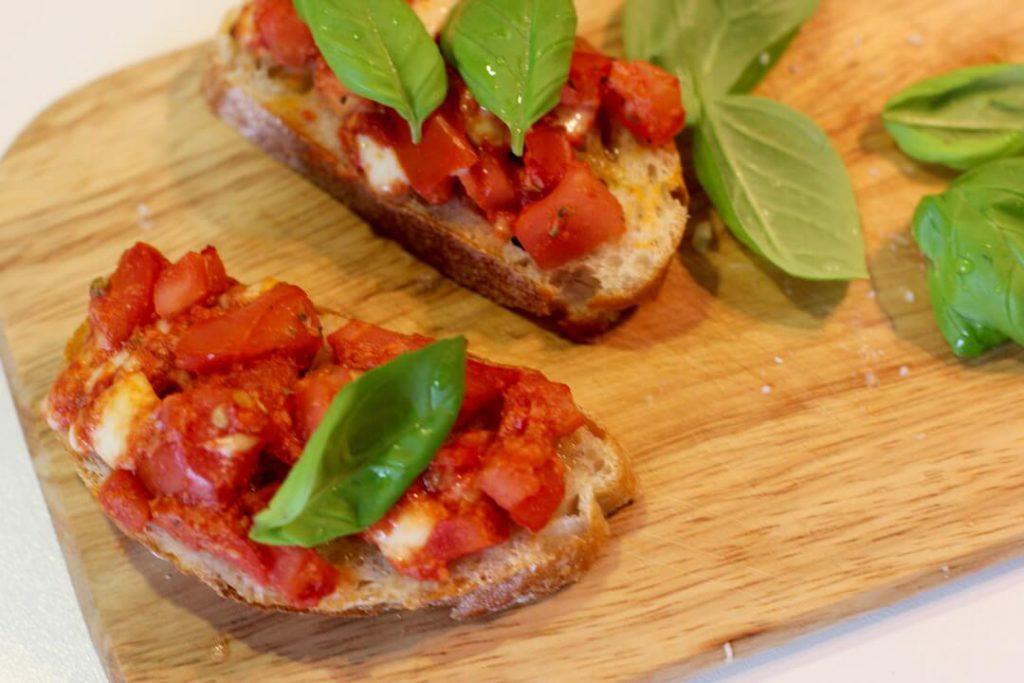 bruschetta-mit-tomate-und-mozarella-rezept5