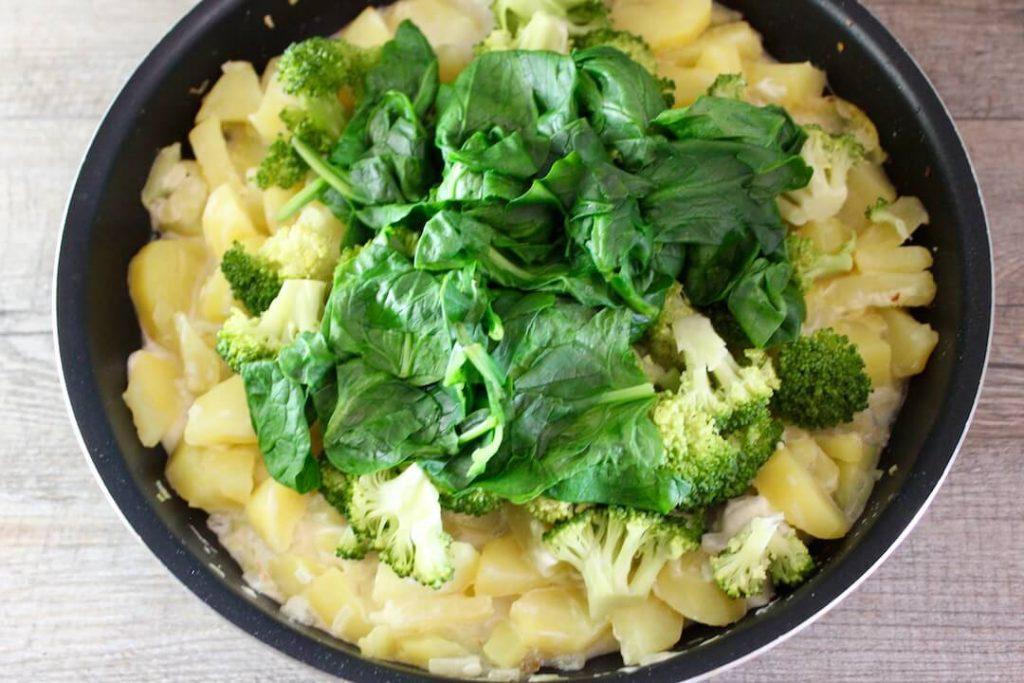 kartoffel pfanne mit spinat und brokkoli vegetarisch freshdelight. Black Bedroom Furniture Sets. Home Design Ideas